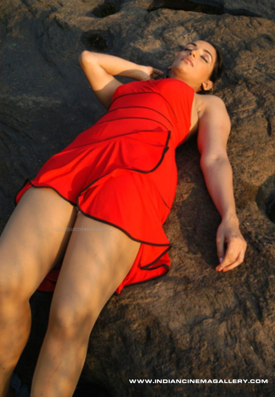 Actress Swetha Menon Sexy Photos Kamasutra Ad